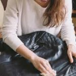 Cleaning leather clothes